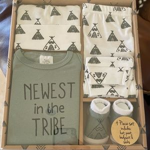 Newest in the Tribe Green White Baby Gift Set 0-6m